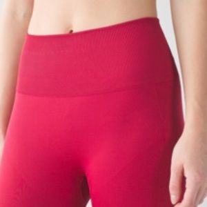 Lululemon Zone In Crop 12 NWT Cranberry